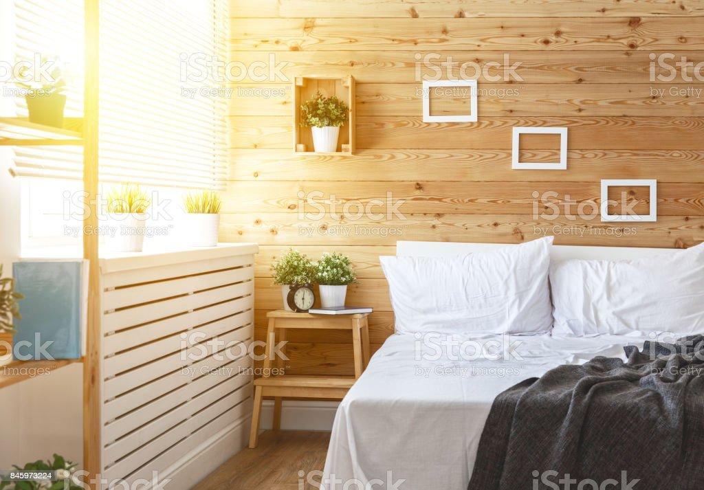 Schlafzimmer Innenraum Mit Bett, Fenster Und Holzwand Lizenzfreies  Stock Foto
