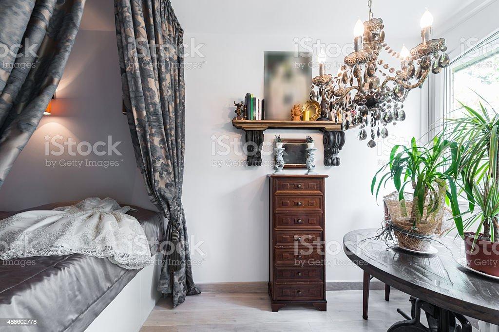 Schlafzimmer Einrichtung Mit Himmelbett Stockfoto und mehr Bilder ...