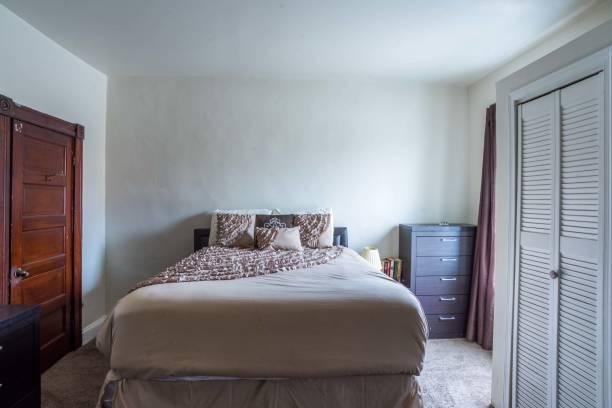 schlafzimmer - immobilienangebote stock-fotos und bilder
