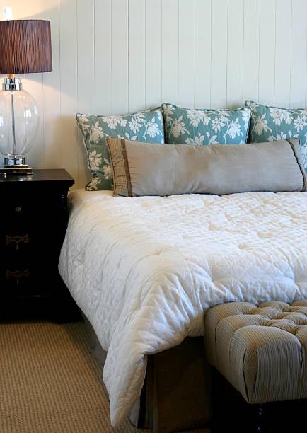 schlafzimmer mit einfachheit - do it yourself hochbett stock-fotos und bilder