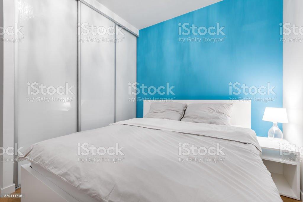 Schlafzimmer Mit Blauen Wand Lizenzfreies Stock Foto