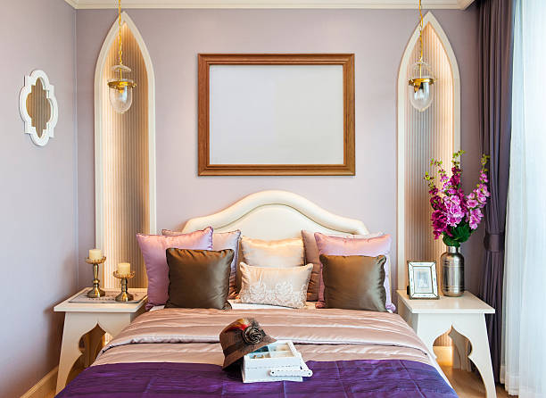 schlafzimmer mit leeren frame - jagdthema schlafzimmer stock-fotos und bilder