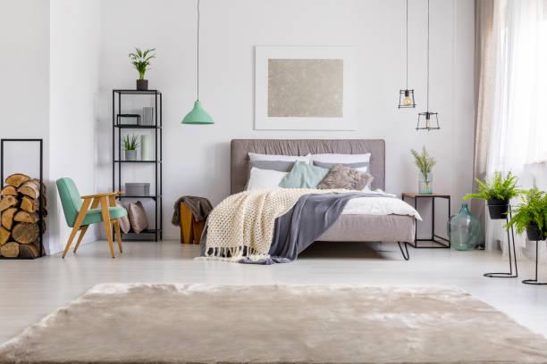 Bedroom with kingsize bed picture id933425154?b=1&k=6&m=933425154&s=612x612&w=0&h=gyvnvtt9j jxtzlqfqt374 ghflfpgnxa3mug sjm2u=