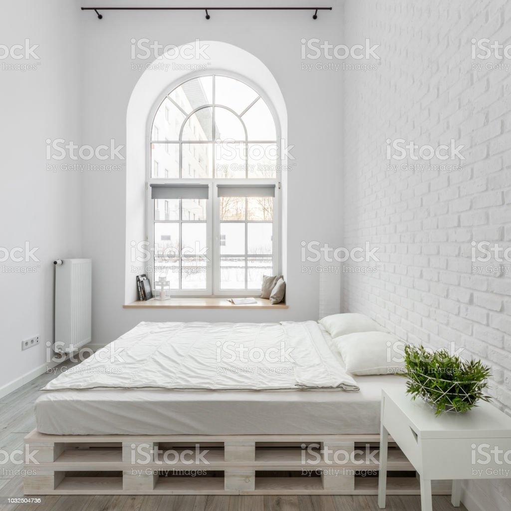 Modele De Lit En Palette photo libre de droit de chambre avec lit de palette banque d