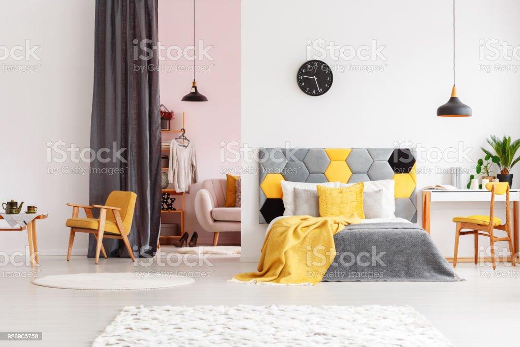 Schlafzimmer Mit Ankleidezimmer Rosa Stockfoto und mehr ...