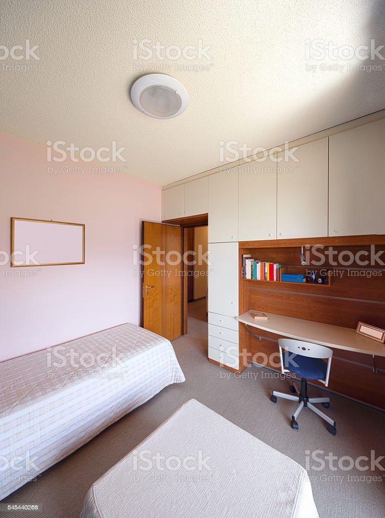 Bedroom With Single Bed And Desk Stockfoto und mehr Bilder ...