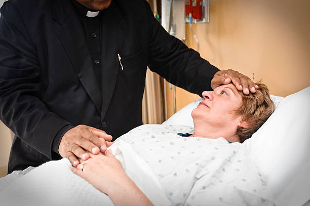 Bedside pastoral services Priest seeing a patient in a hospital clergy stock pictures, royalty-free photos & images