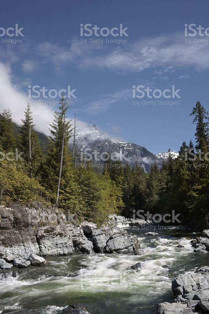 Cascate di Bedwell e mountain range. foto stock royalty-free