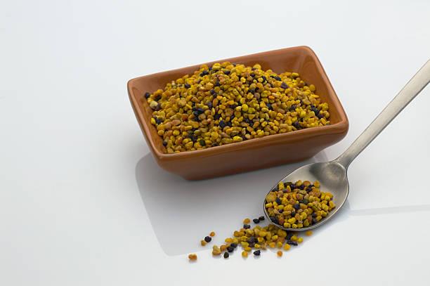 Polline di cereali in ciotola - foto stock