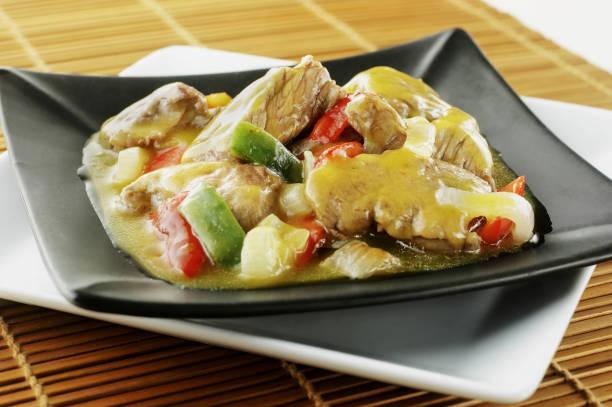 beed madras-curry-sauce - paprika hähnchen stock-fotos und bilder