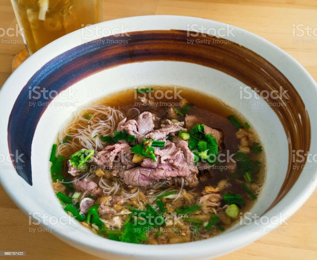 Beef And White Noodle Soup In Japanese Bowl Style foto stock royalty-free