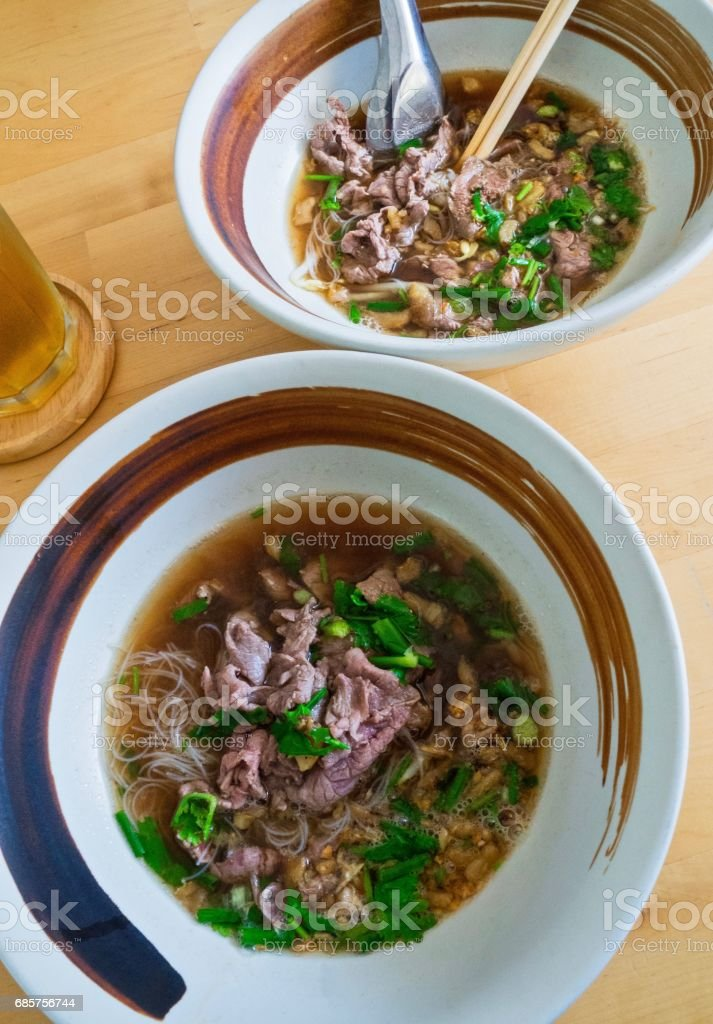 Beef And White Noodle Soup In Japanese Bowls Style zbiór zdjęć royalty-free