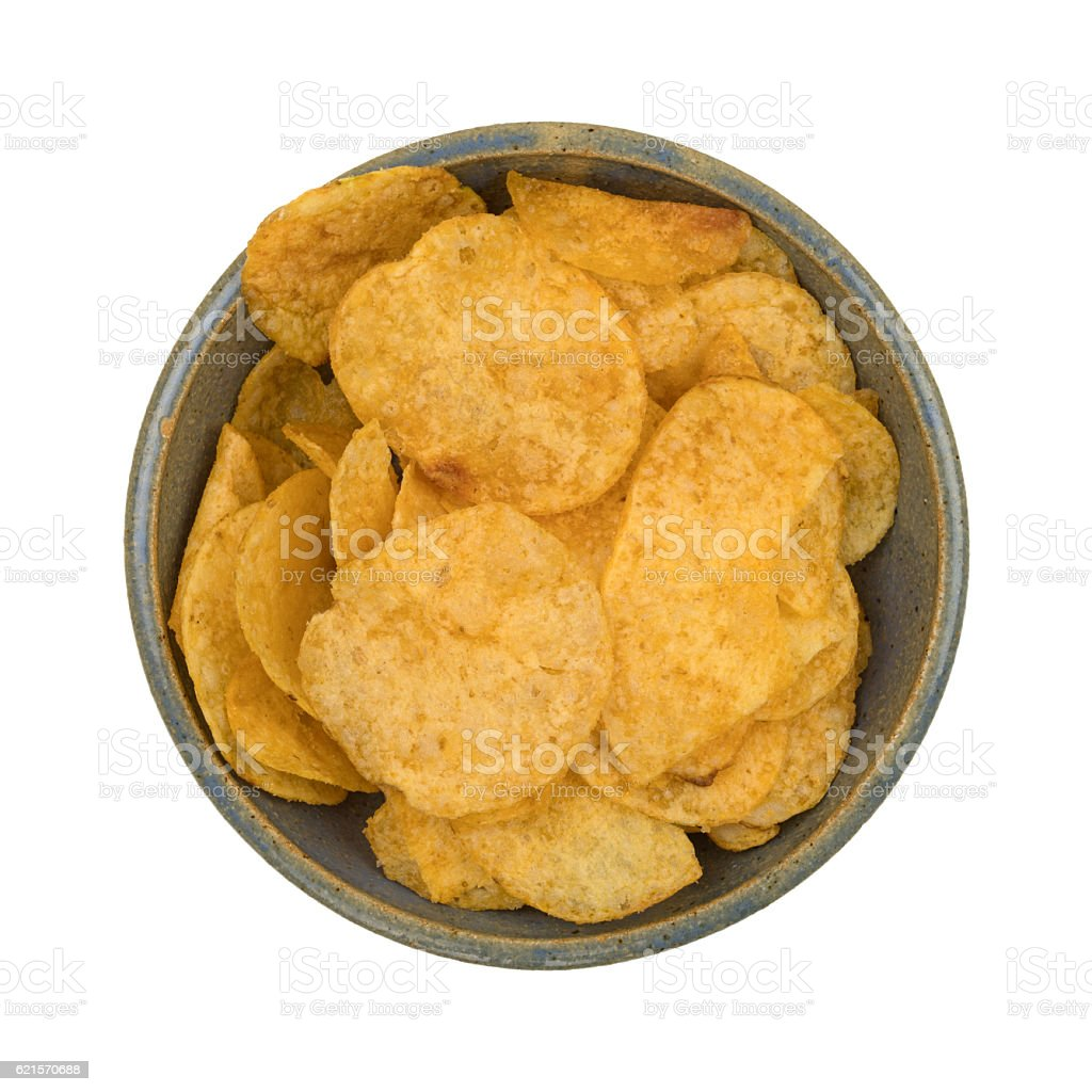 Beef barbecue flavor potato chips in an old bowl photo libre de droits