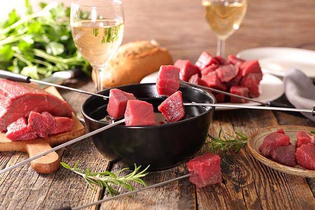 beef fondue - fondue stock-fotos und bilder