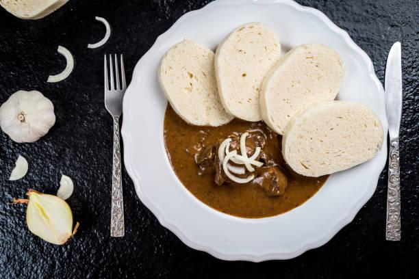 牛肉湯配餃子 - 匈牙利文化 個照片及圖片檔