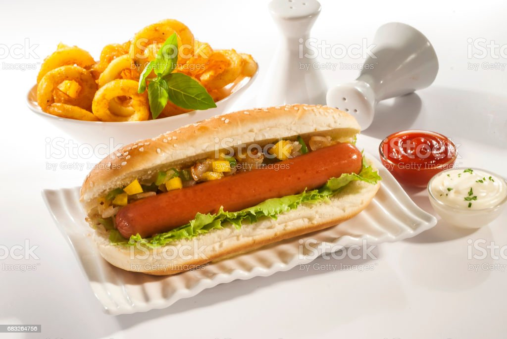 Beef Jumbo sausage sandwich with coleslaw & Ketchup & Fries foto de stock royalty-free