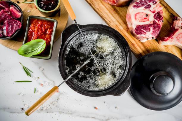 rind-fleisch-fondue - fondue stock-fotos und bilder