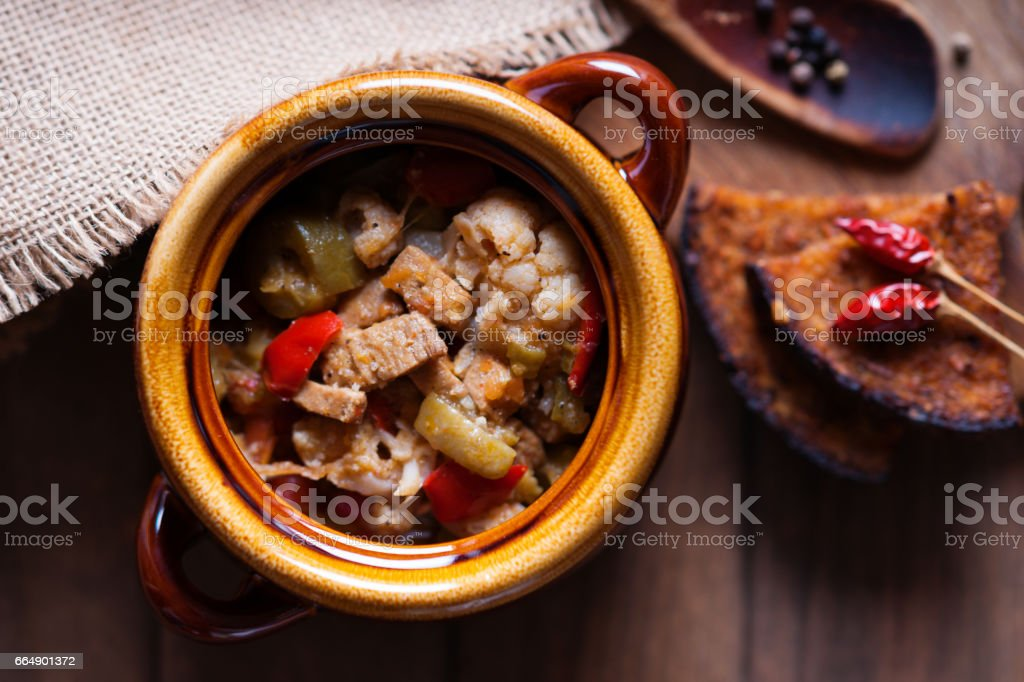 Beef meat stewed with vegetables and cutting bread foto stock royalty-free