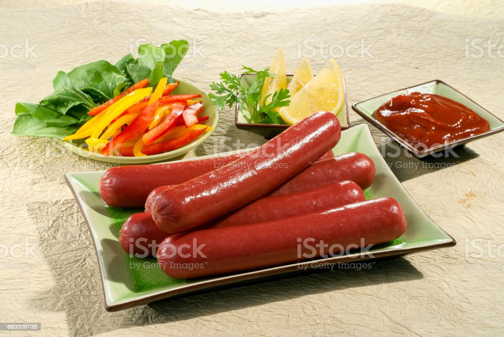 Beef Sausage franks with lemon and bell peppers with ketchup foto stock royalty-free