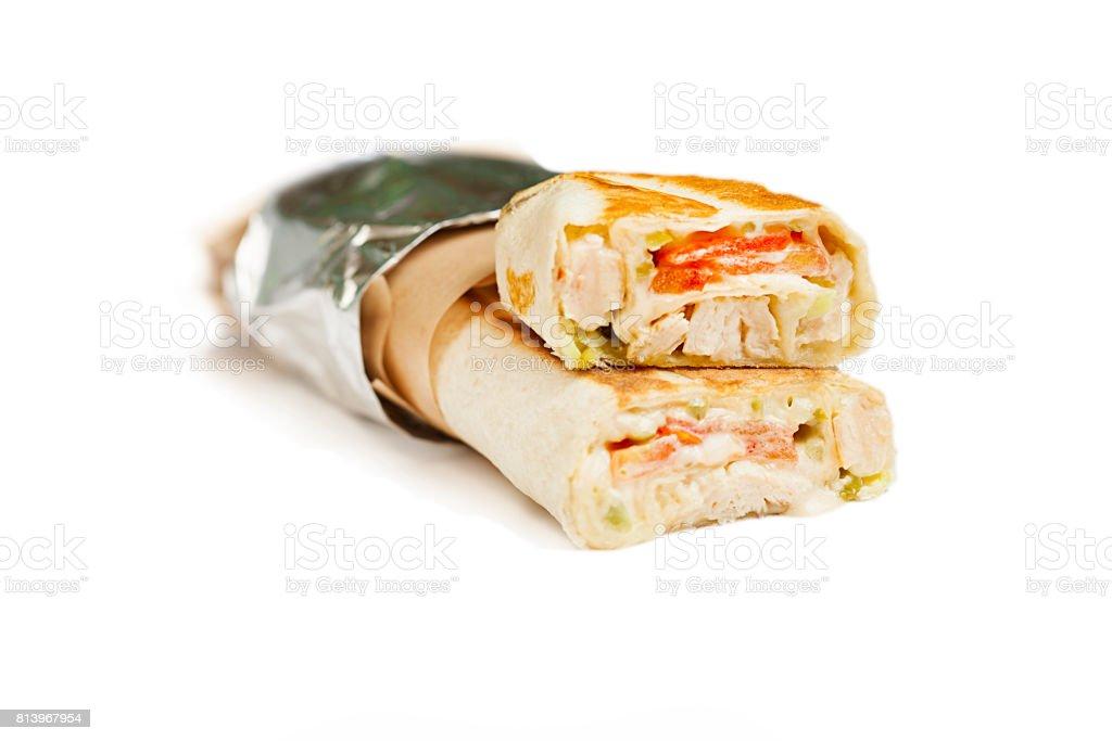Rindfleisch-Döner oder Kebap-Wrap mit Gemüse. – Foto