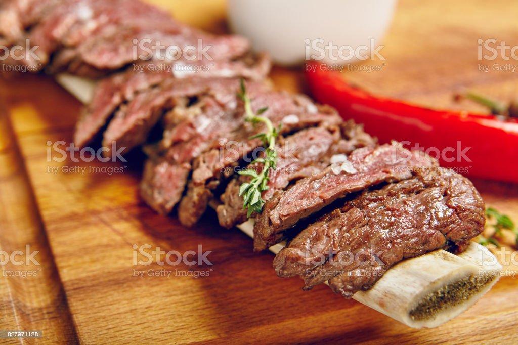 Carne bovina jantar - foto de acervo