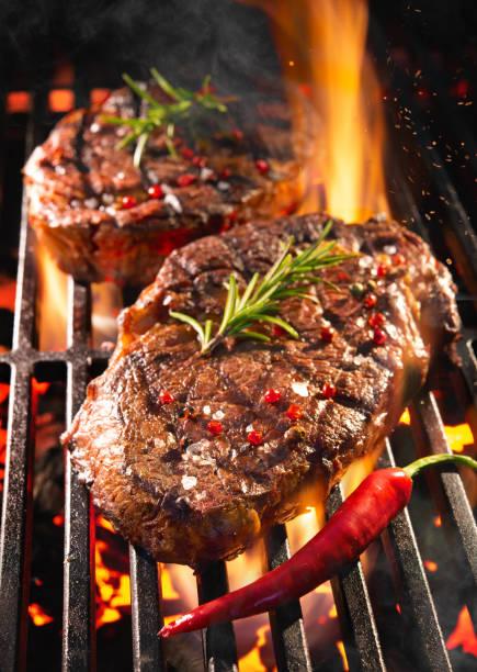 Rindfleischsteaks auf dem Grill – Foto