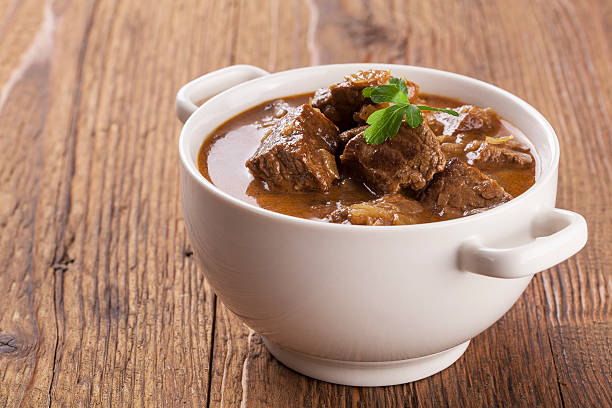 beef stew served with bread - meat pan stockfoto's en -beelden