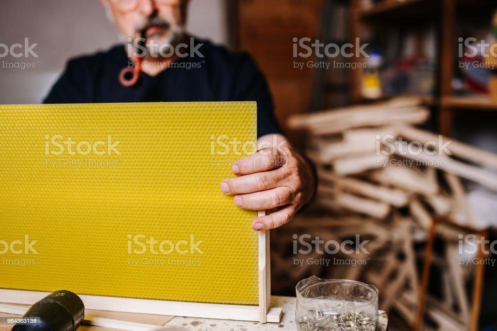 Bijenkorf: Senior Man imker - Royalty-free 60-64 jaar Stockfoto