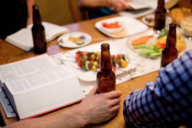 啤酒和聖經研究 - 大比大 聖經人物 個照片及圖片檔