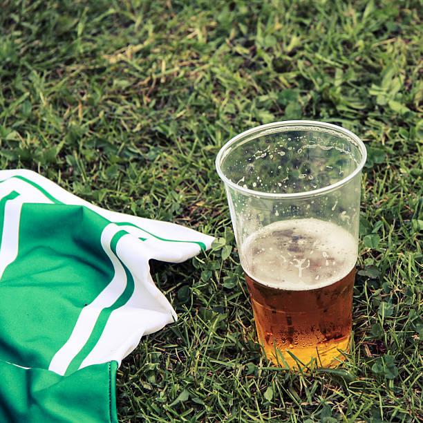Bier und Fußball-Kleid – Foto