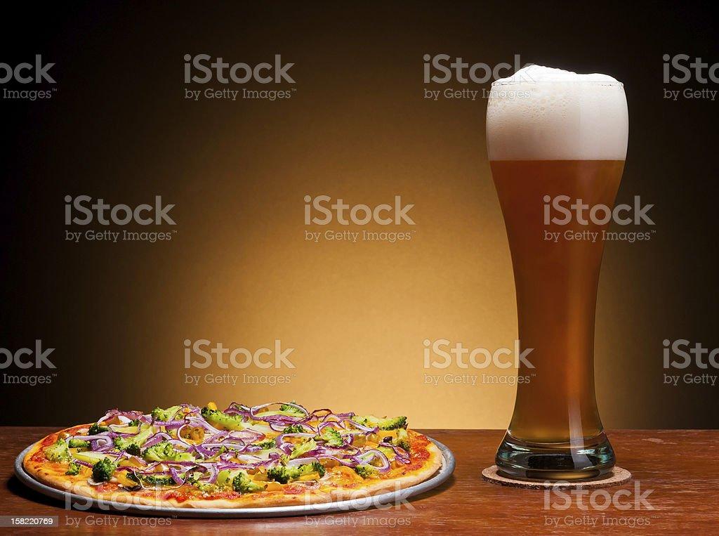 Bier und pizza – Foto
