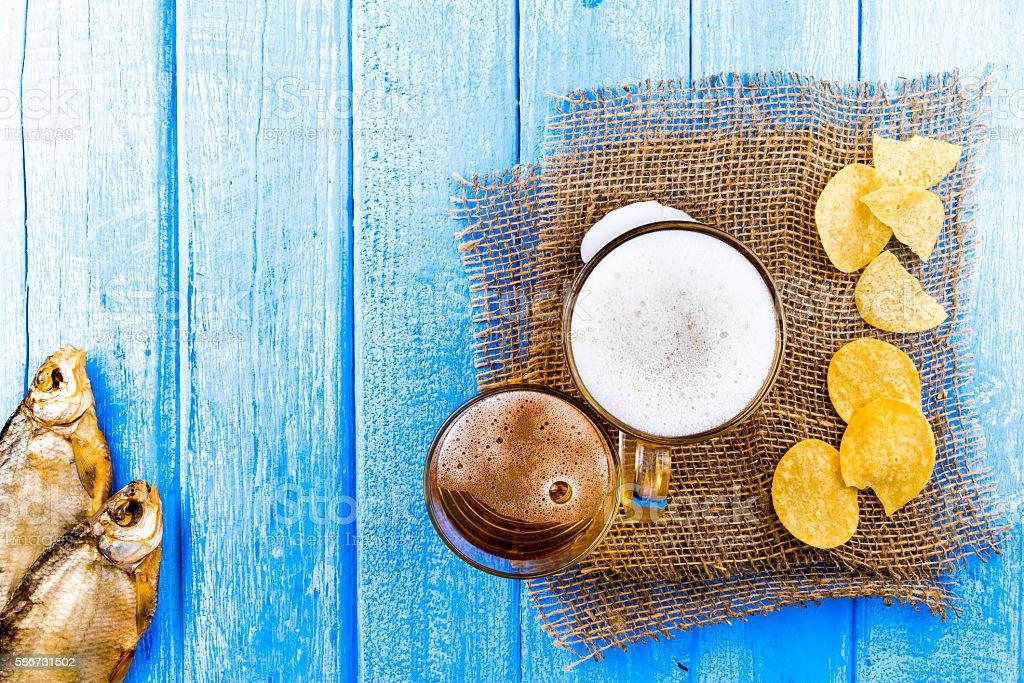 Birra e uno spuntino - foto stock