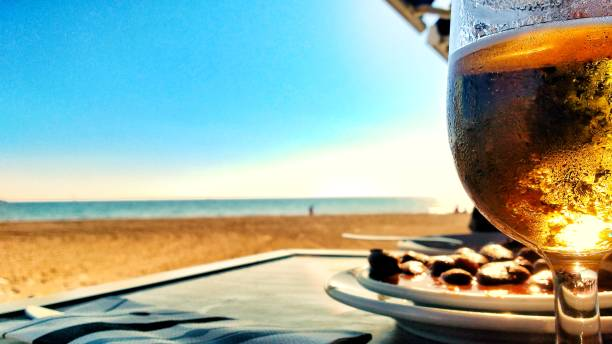 Beer and Spanish tapa in front of the beach – zdjęcie