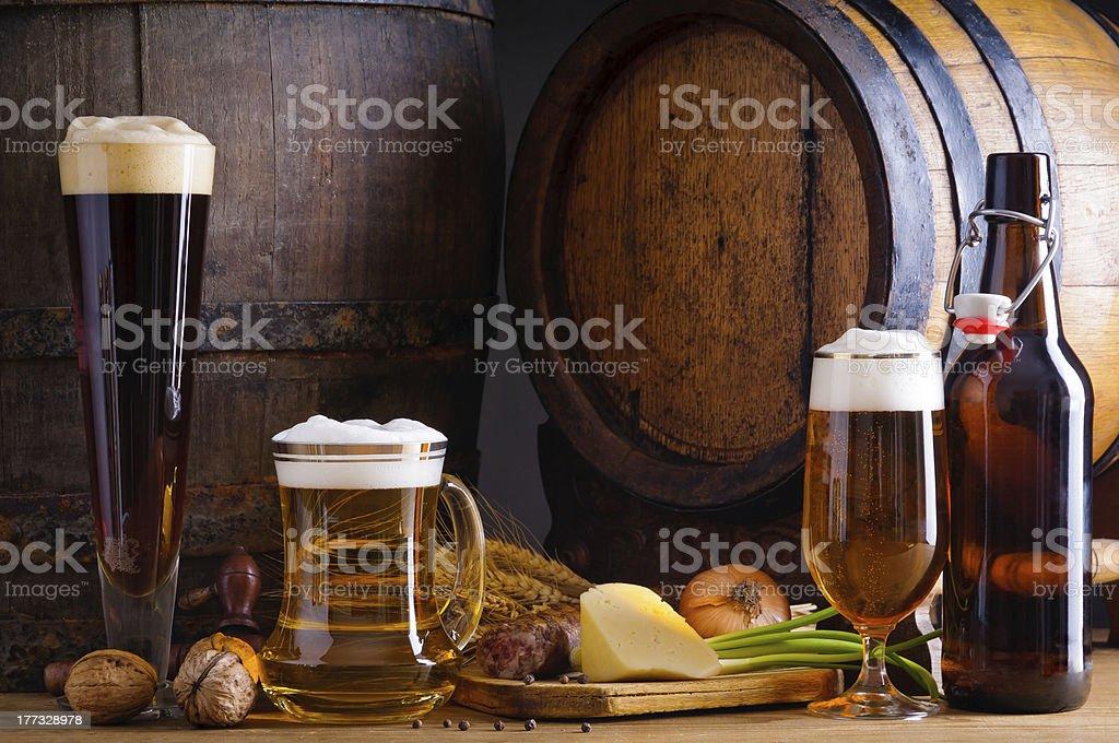 Bier und traditionelle Speisen – Foto