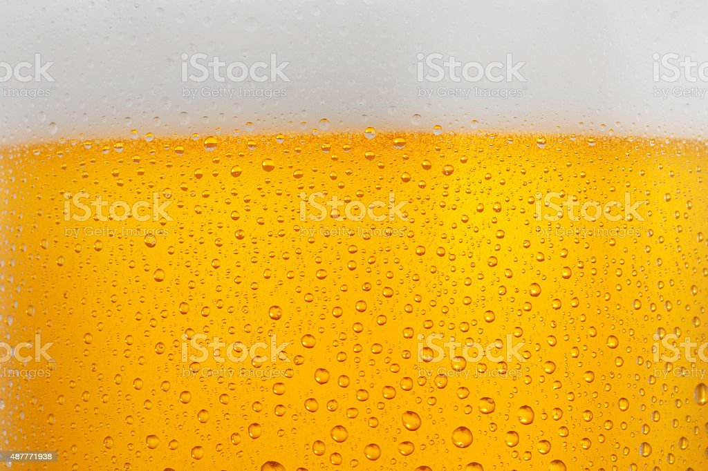 Bier Hintergrund eiskaltes Glas überdachte mit Wassertropfen Kondenswasser – Foto