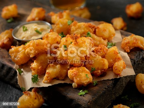 Beer Battered Cheese Curds with Sriracha Dipping Sauce