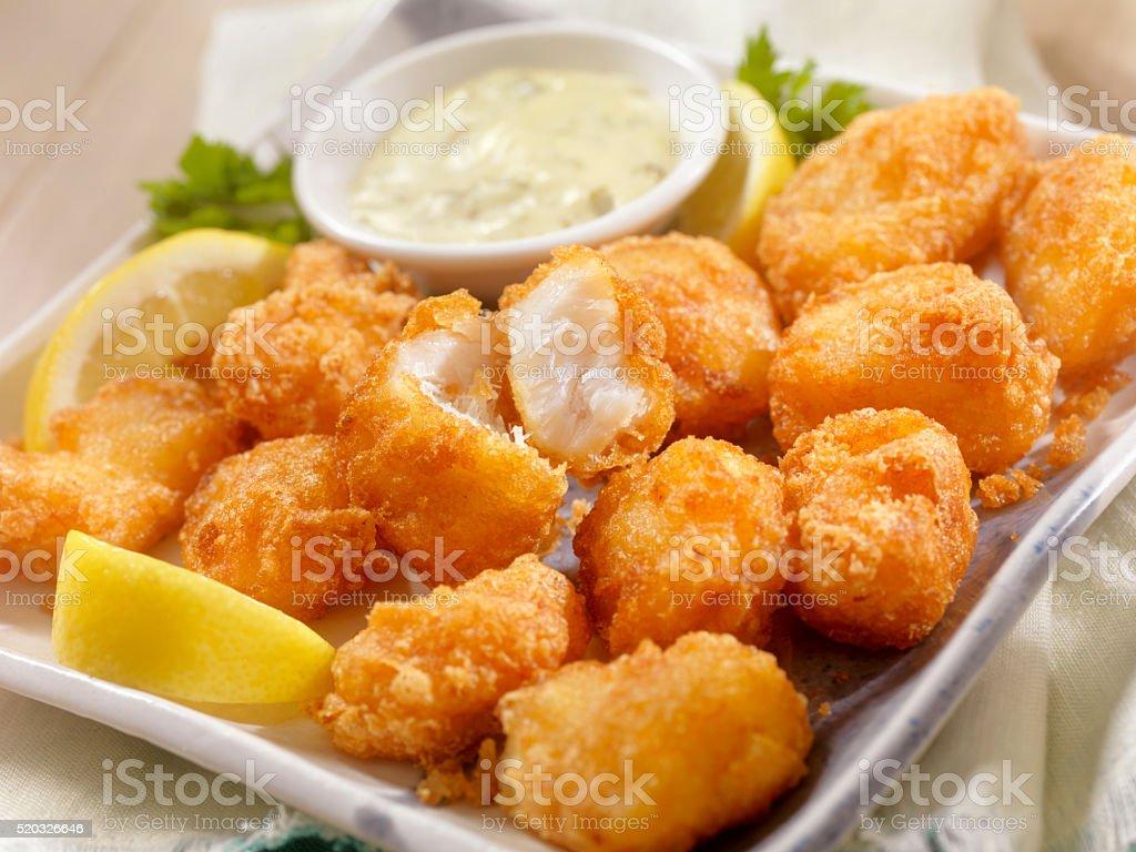 Birra pesce impanato con salsa Tarter spuntini - Foto stock royalty-free di Alla griglia