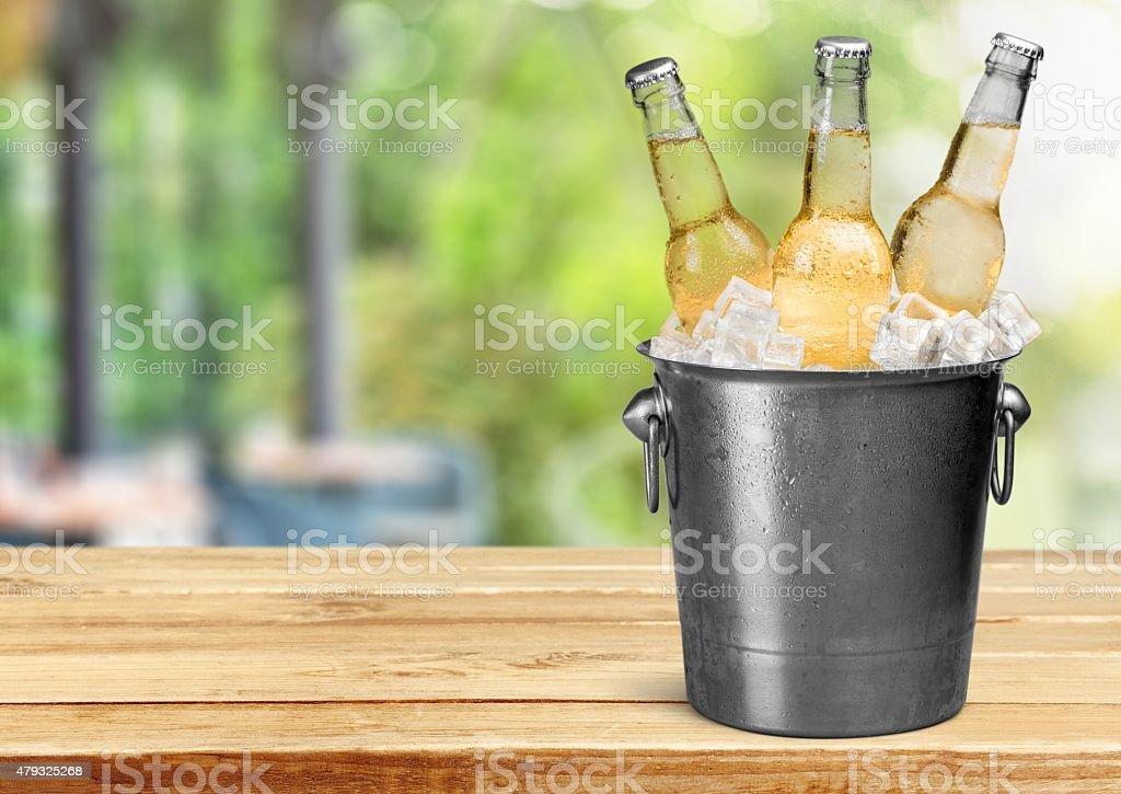 Garrafa de cerveja, cerveja, balde - foto de acervo