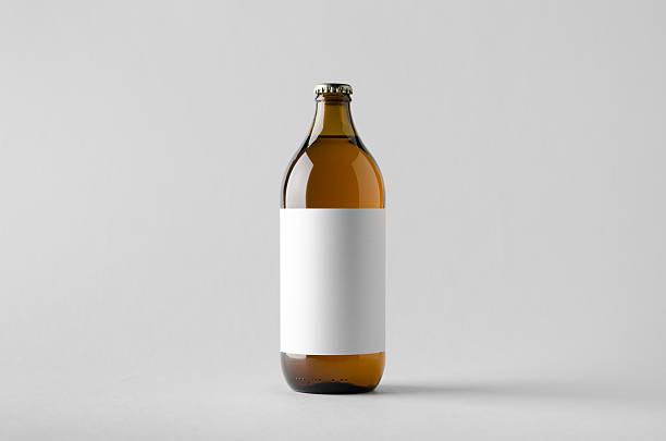 beer bottle mock-up - blank label - braunglasflaschen stock-fotos und bilder