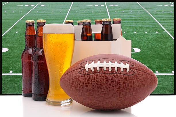 bouteilles de bière et de football américain - pack de six photos et images de collection