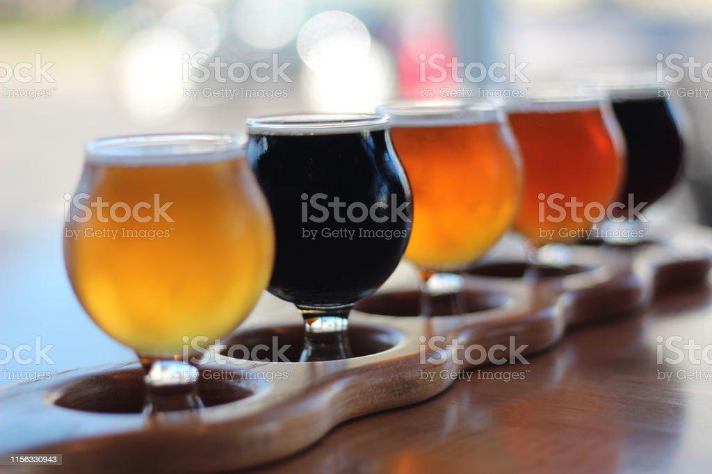 Beer Flight - Стоковые фото Алкоголь - напиток роялти-фри