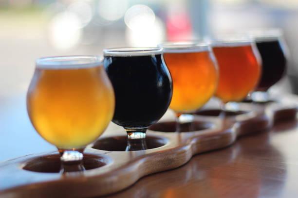 beer flight - beer zdjęcia i obrazy z banku zdjęć