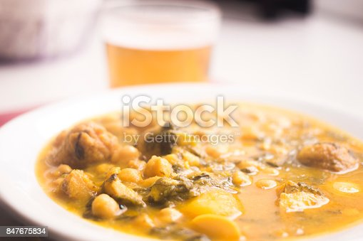 508216406 istock photo Beer glass and chicjk pea and bean Spanish tapas dish in restaurant cafe photo in Spain. 847675834