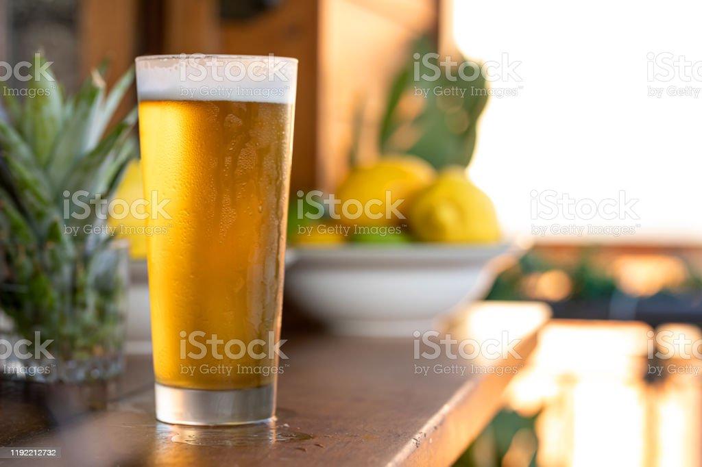 Öl i kallt glas - Royaltyfri After work Bildbanksbilder