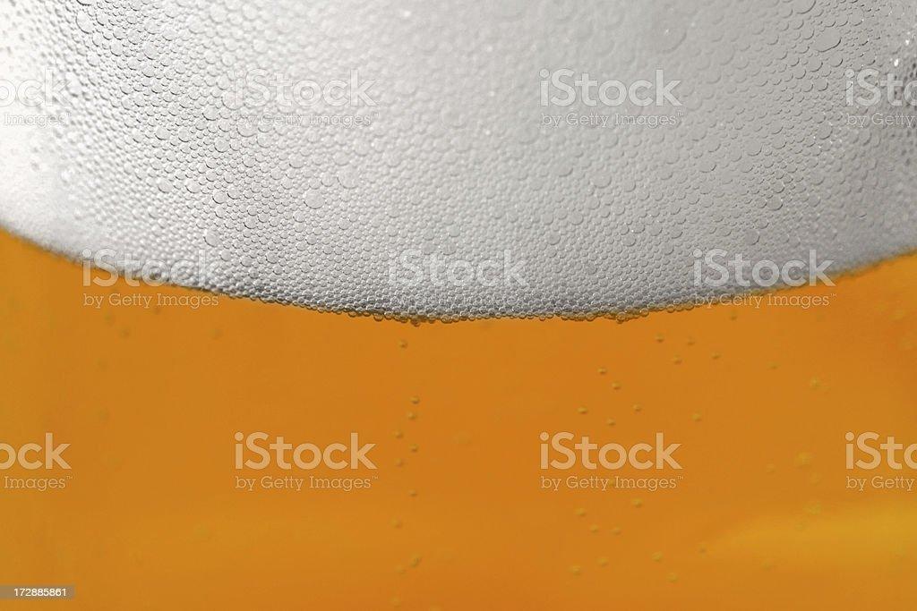 Cerveza en un vaso detalle - foto de stock