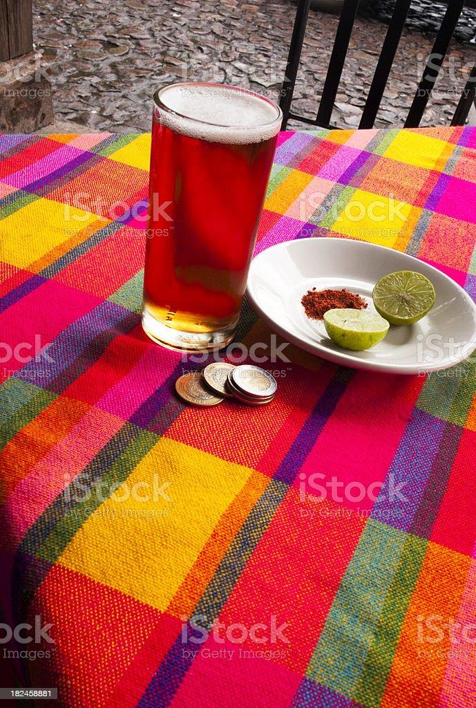 Cerveza, Limes y chile en polvo foto de stock libre de derechos