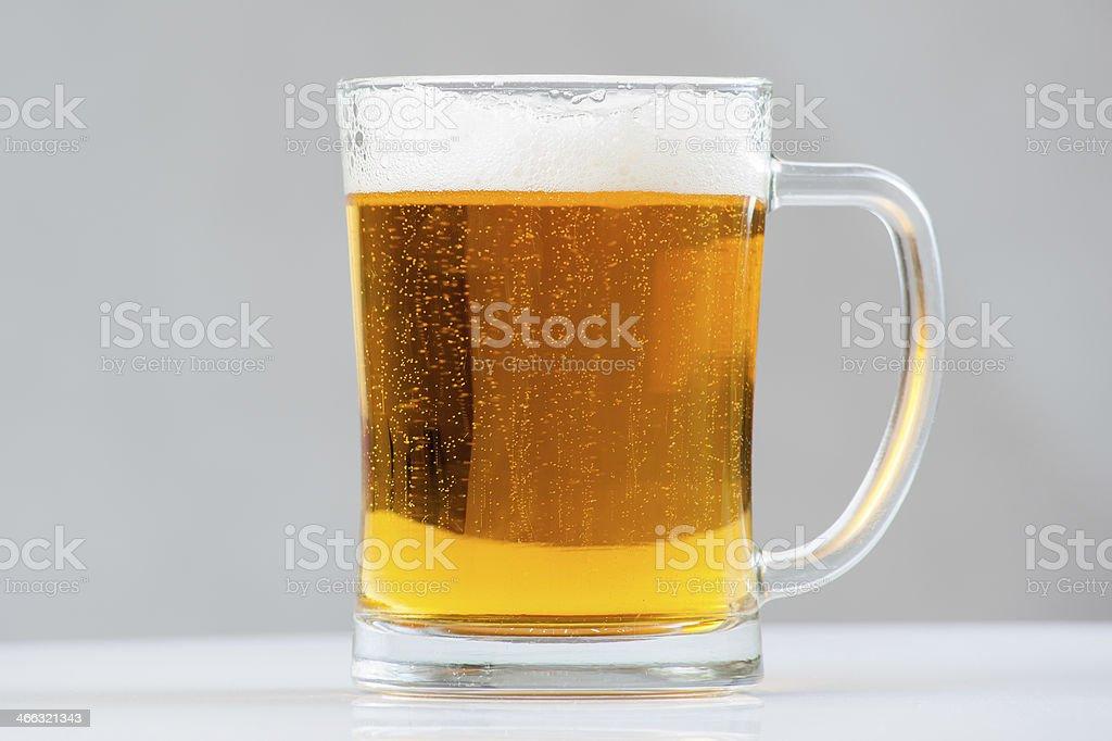 Cerveza para tazas - Foto de stock de Amarillo - Color libre de derechos