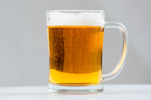 Cerveza Para Tazas Foto de stock y más banco de imágenes de Amarillo - Color