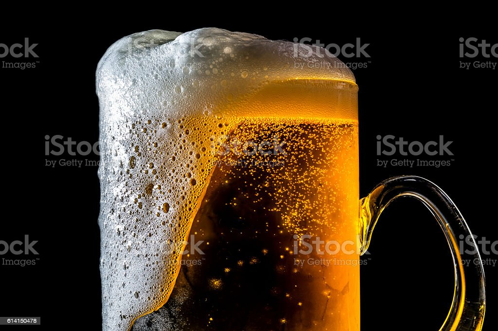 Beer overflowing large glass with foam and bubbles isolated – Foto
