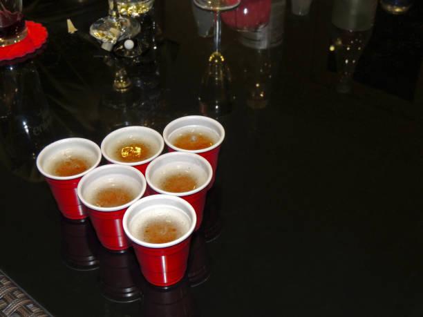bier pong - beirut stockfoto's en -beelden
